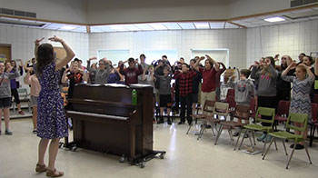 Middle School chorus students rehearse a song