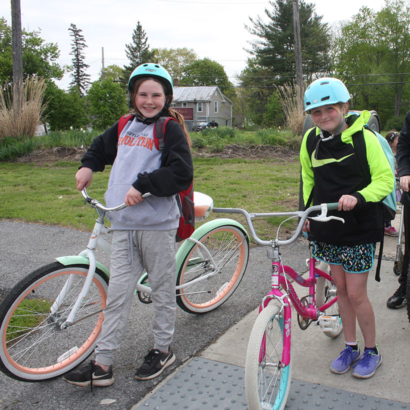 Students on bike to school day