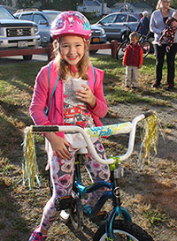Student participates in bike to school day