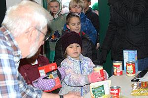 Student donates food